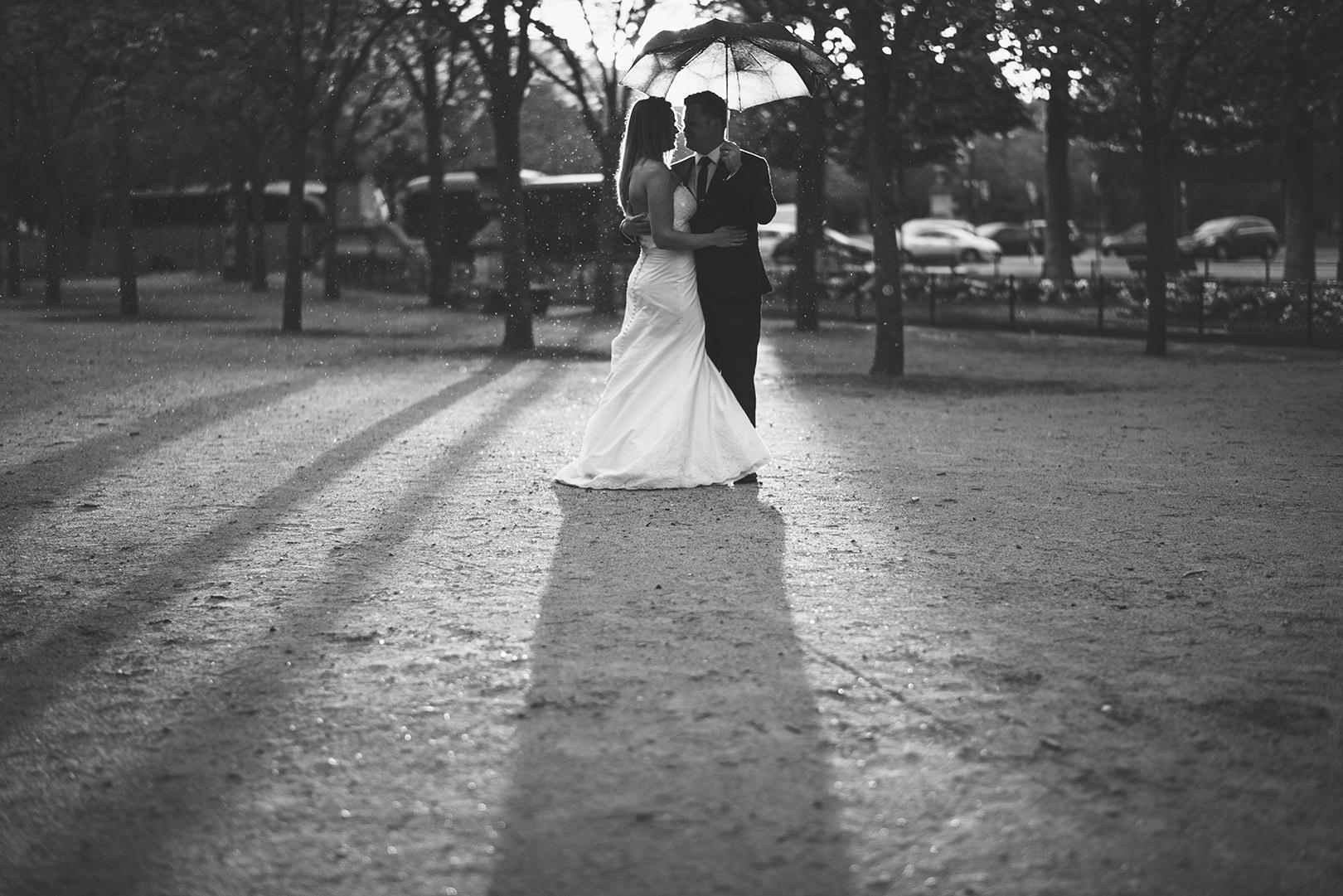 rainy wedding photography Paris