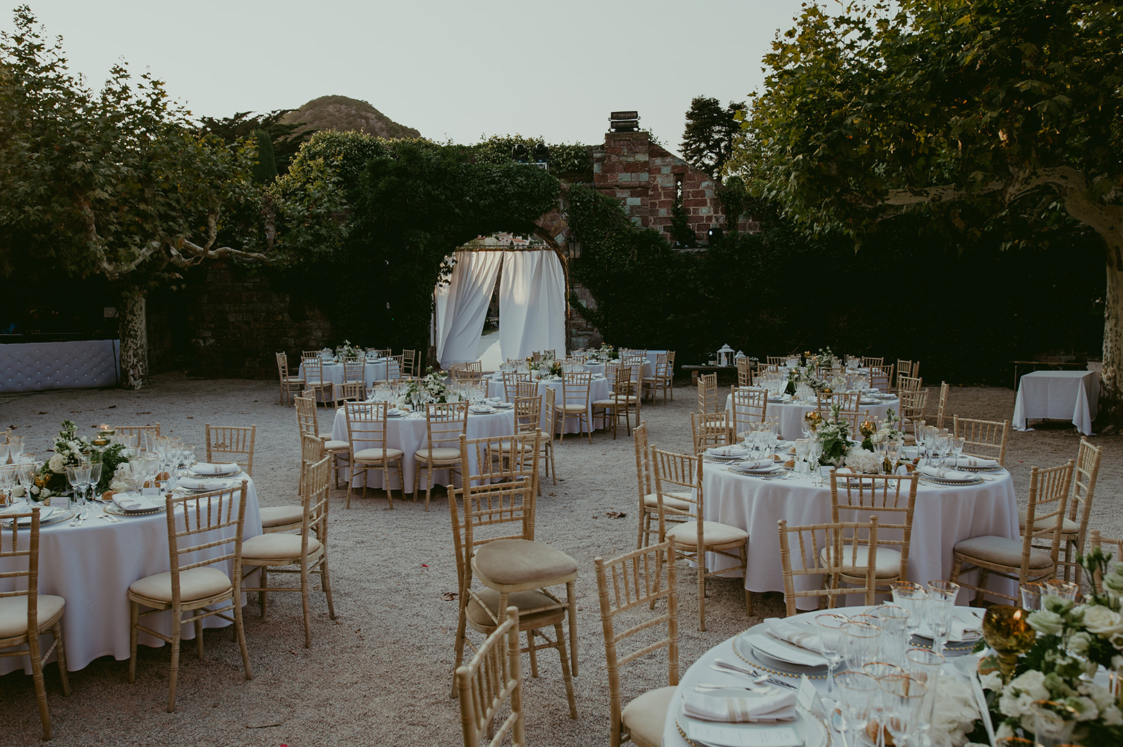 Beautiful wedding table design in Cannes France