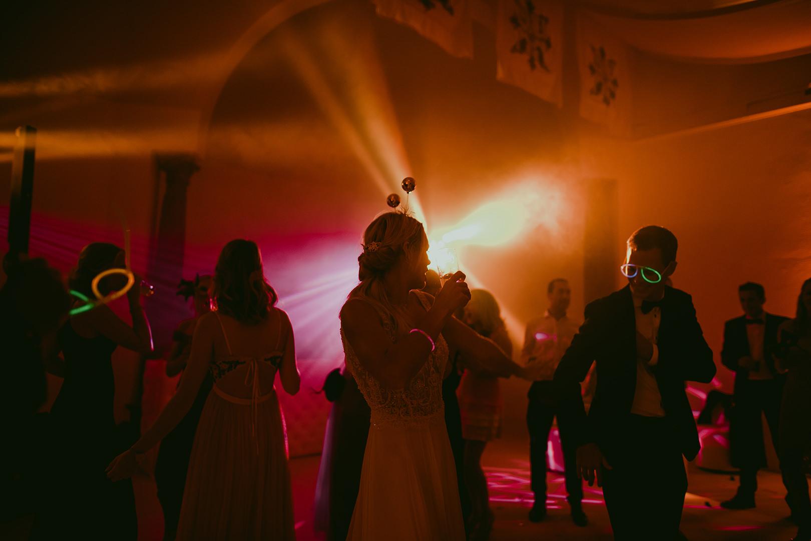 Amazing wedding party photos at Chateau de la Napoule