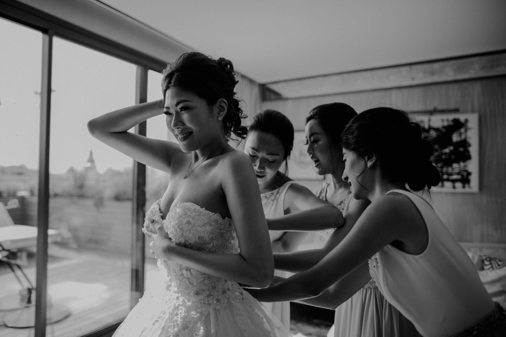 Romantic and fun wedding photographer in Barcelona